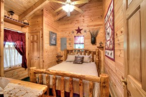 simply-serene-cabin-bedroom1-003