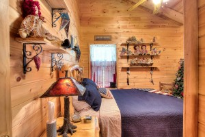 simply-serene-cabin-bedroom2-003
